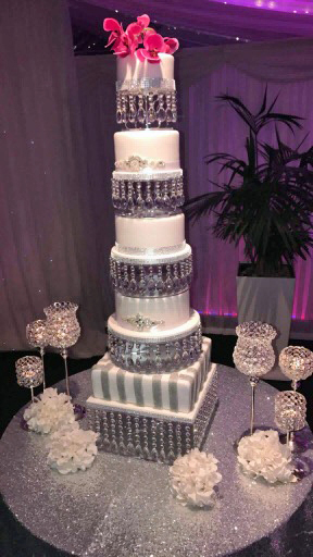 Diamante Brooch & Glitter Wedding Cake with Crystal Separator Stands